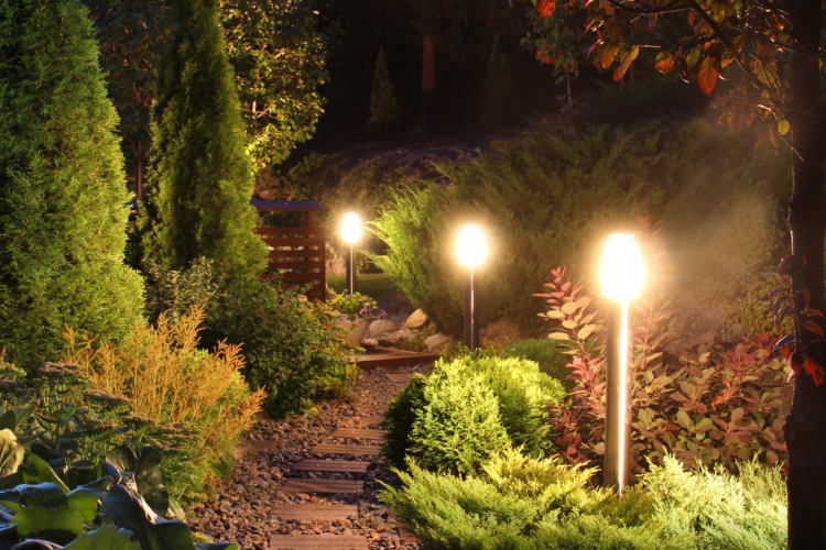 SOLAR GARDEN LIGHTS TO LIGHT UP YOUR PATHWAY