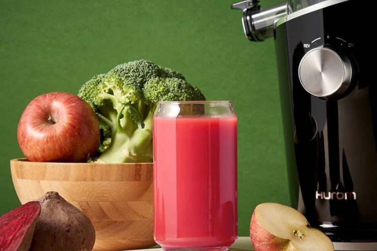 START YOUR DAY WITH A NUTRITIOUS JUICE USING HUROM COLD PRESS JUICER